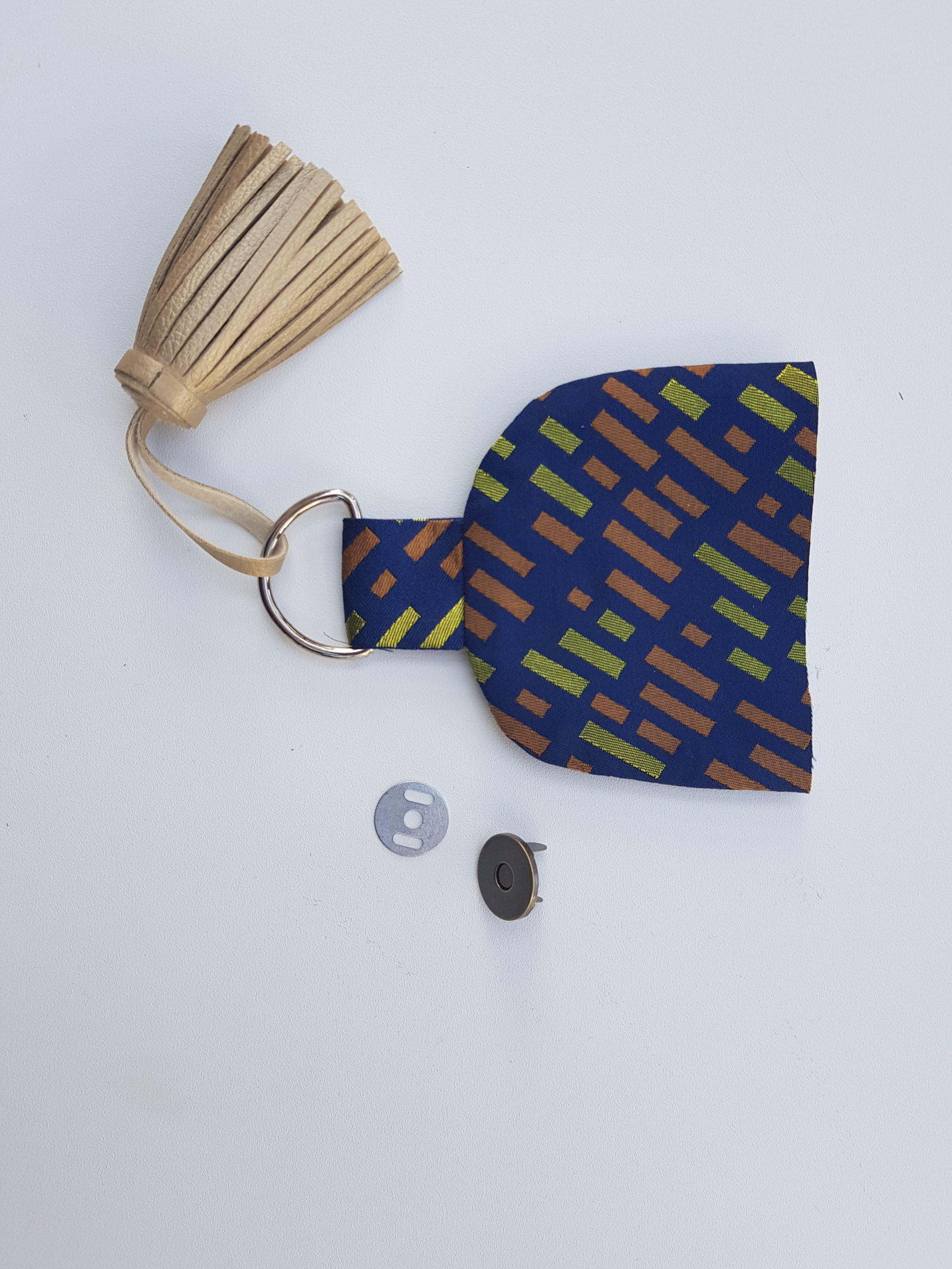 Taschenklappe mit Mangentverschluss